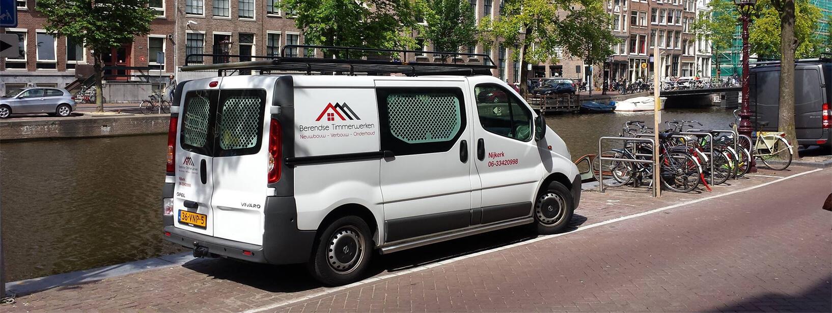 De bus van Berendse Timmerwerken in Amsterdam